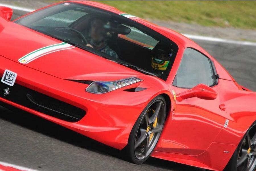 Ferrari vs Lamborghini Experience image