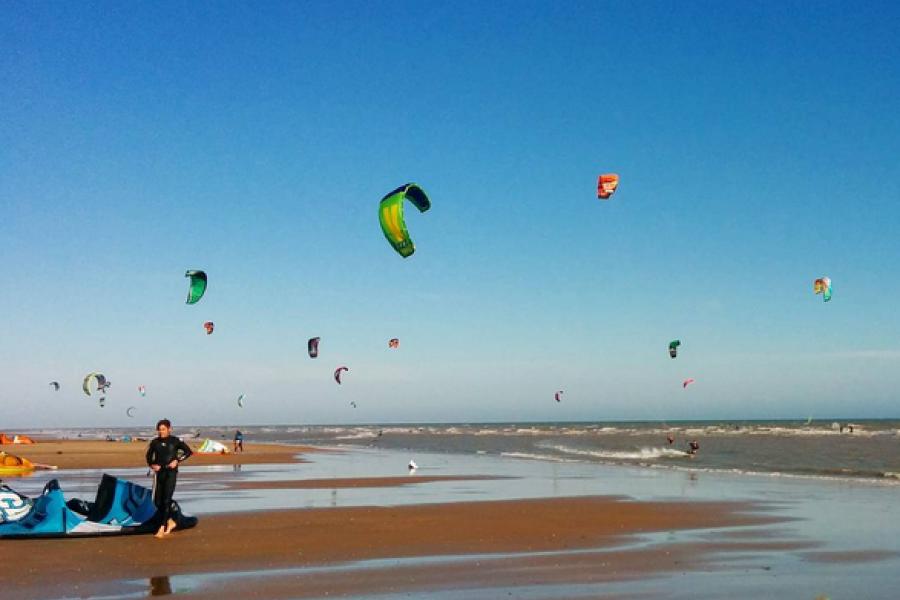 Kitesurfing Lesson image